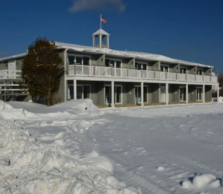 Seaside-inn-winter